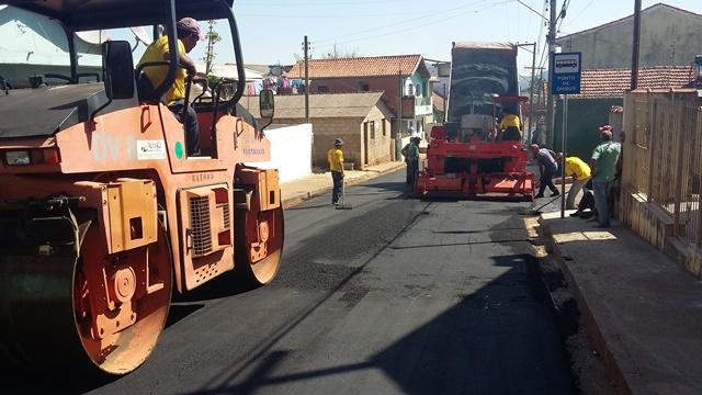 alem-do-asfaltamento-tambem-foram-feitas-obras-de-drenagem-no-local