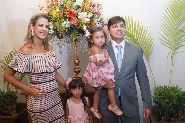 Prefeito Edmar e sua família na cerimônia de posse