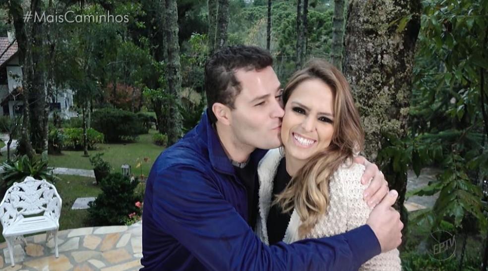 Pedro Leonardo e Aline Lima estão em Monte Verde (SP) para apresentar o Mais Caminhos  (Foto: reprodução EPTV)